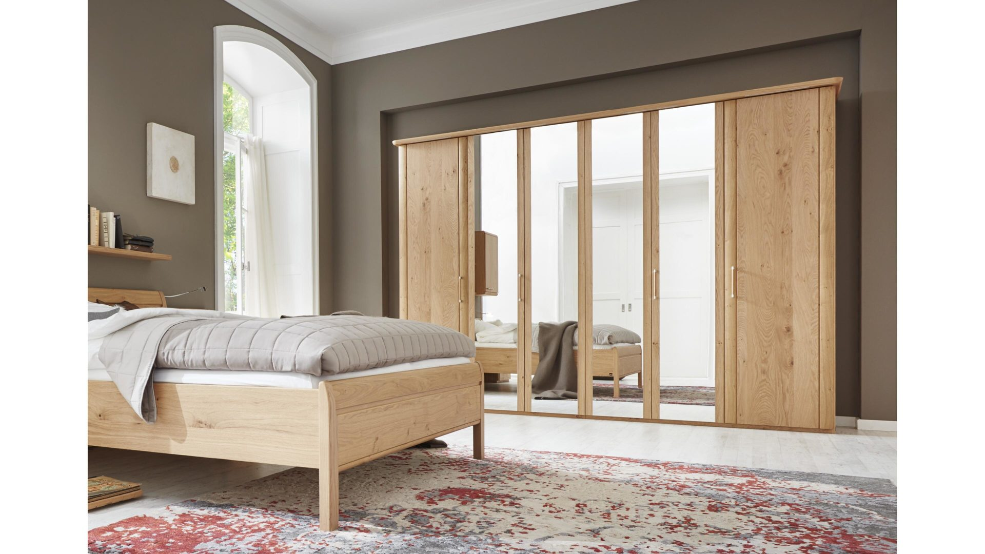 Interliving Schlafzimmer Serie 1001 – Kleiderschrank,  Wildeiche-Echtholzfurnier – sechs Türen