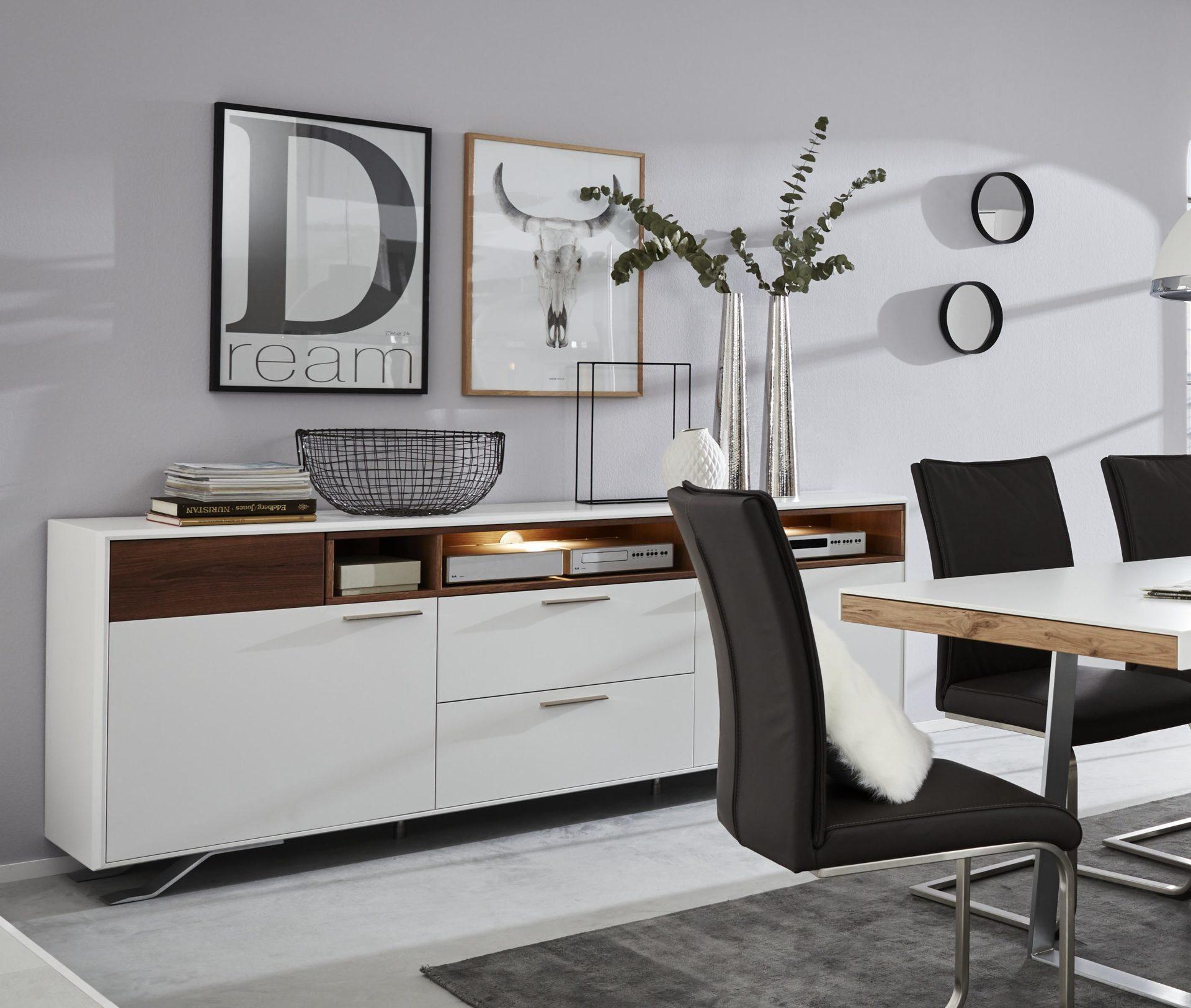 Interliving Wohnzimmer Serie 2102 Sideboard 510366 Mit Beleuchtung Dunkles Asteiche Furnier Weisser Mattlack Metallkufen