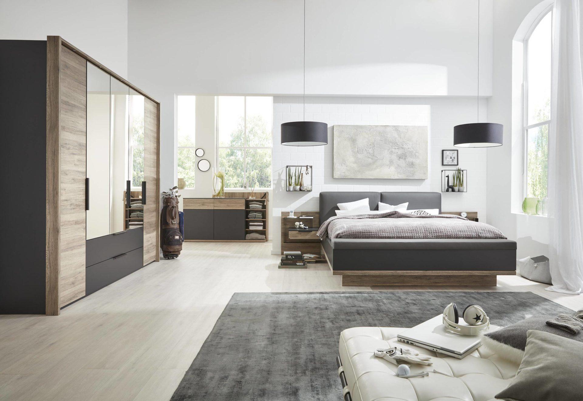 Interliving Schlafzimmer Serie 12 – Schlafzimmerkombination, dunkle  Sanremo eichefarbene & mattschwarze Kunststoffoberfläch