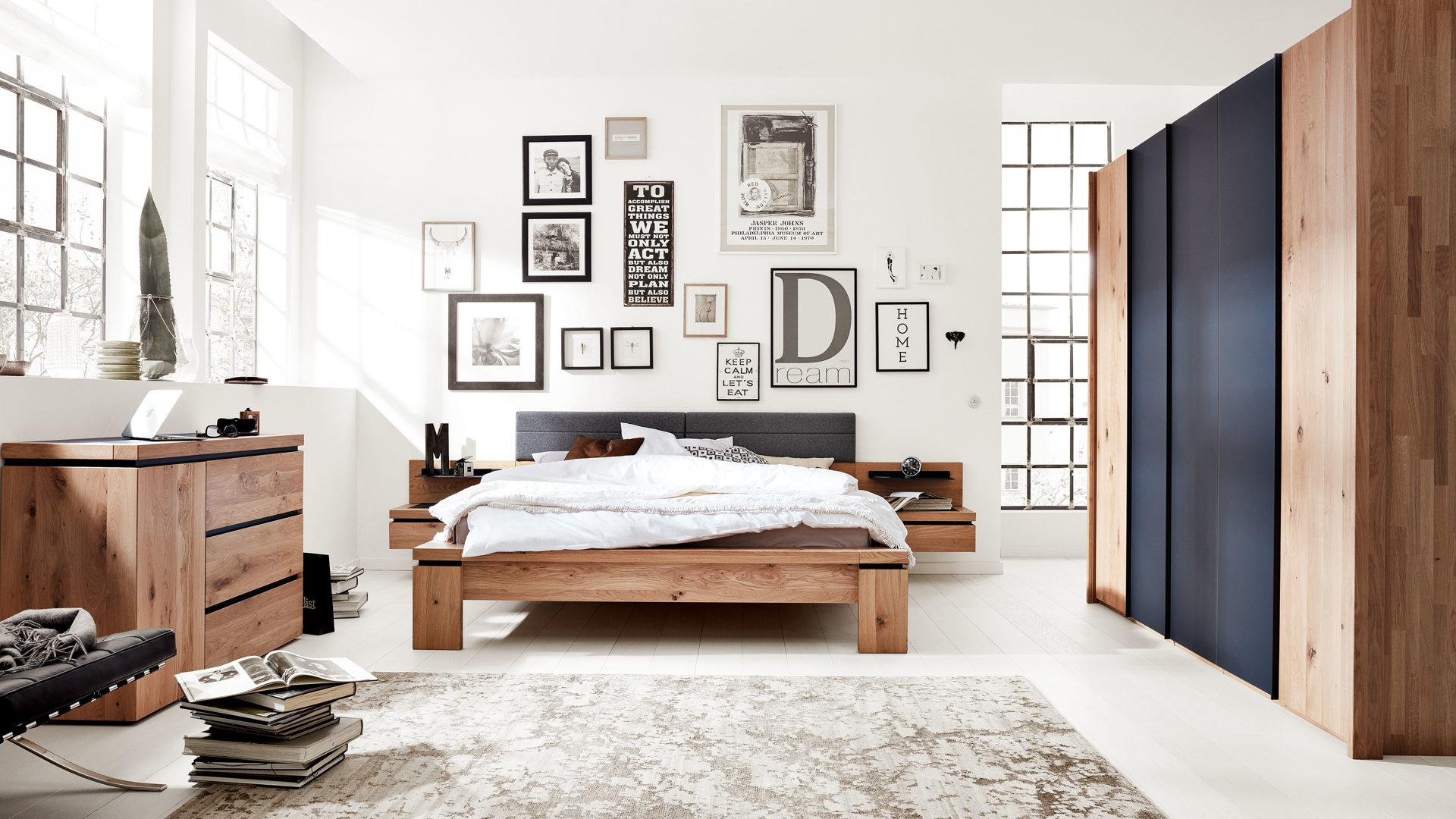 Interliving Schlafzimmer Serie 1005 – Schlafzimmerkombination, Wildeiche &  anthrazitfarbenes Colorglas – vierteilig