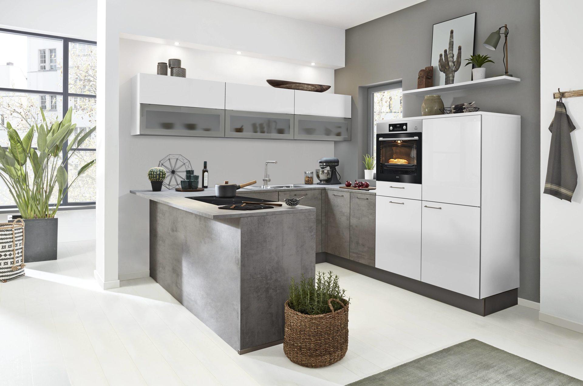 Interliving Küche Serie 3006 mit gorenje Einbaugeräten, arcticweiße &  betonfarbene Kunststoffoberflächen – Stellfläche ca