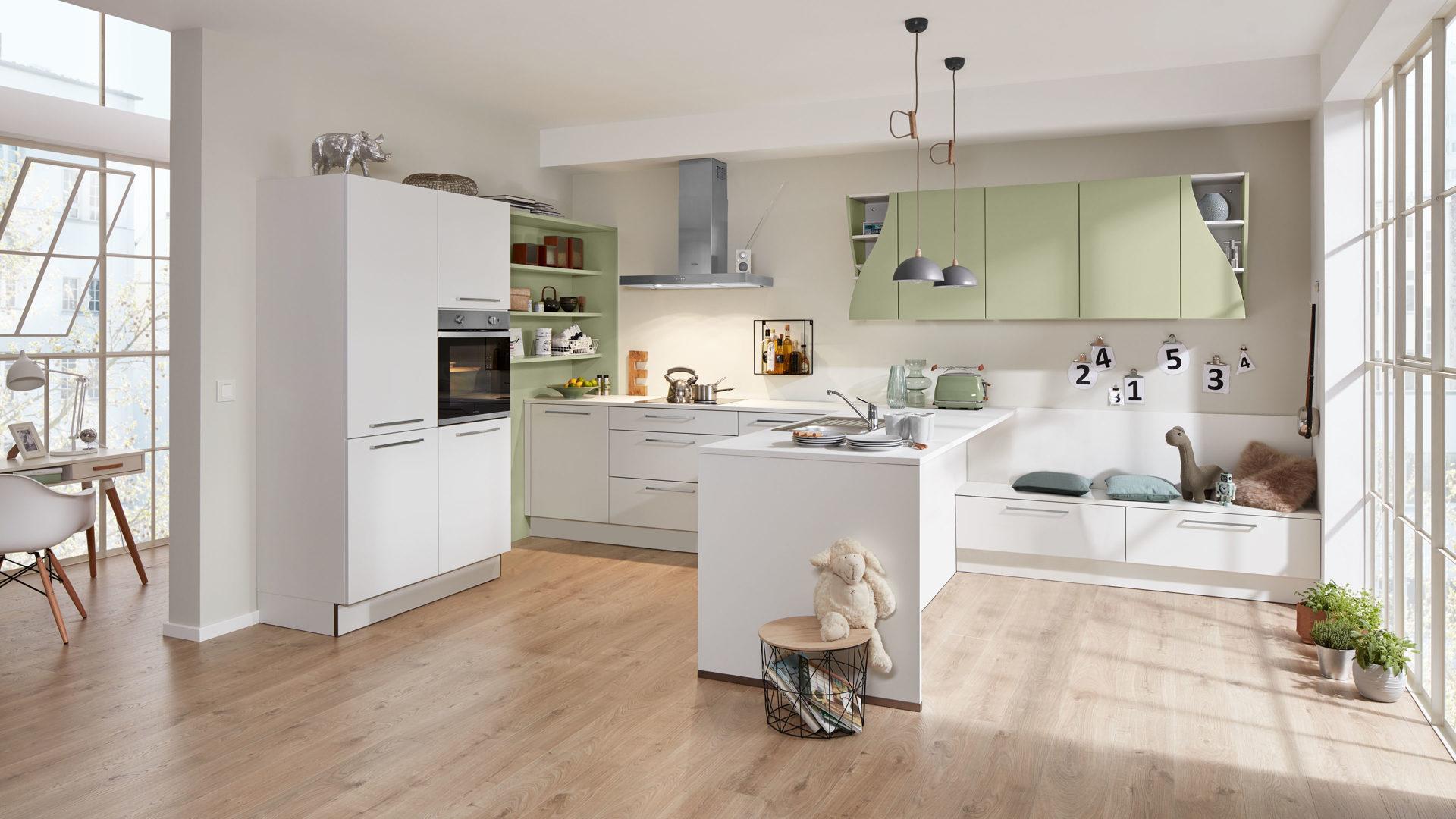 Interliving Küche Serie 3010 mit privileg Einbaugeräten, weiße &  avocadofarbene Lackoberflächen – vierteilig