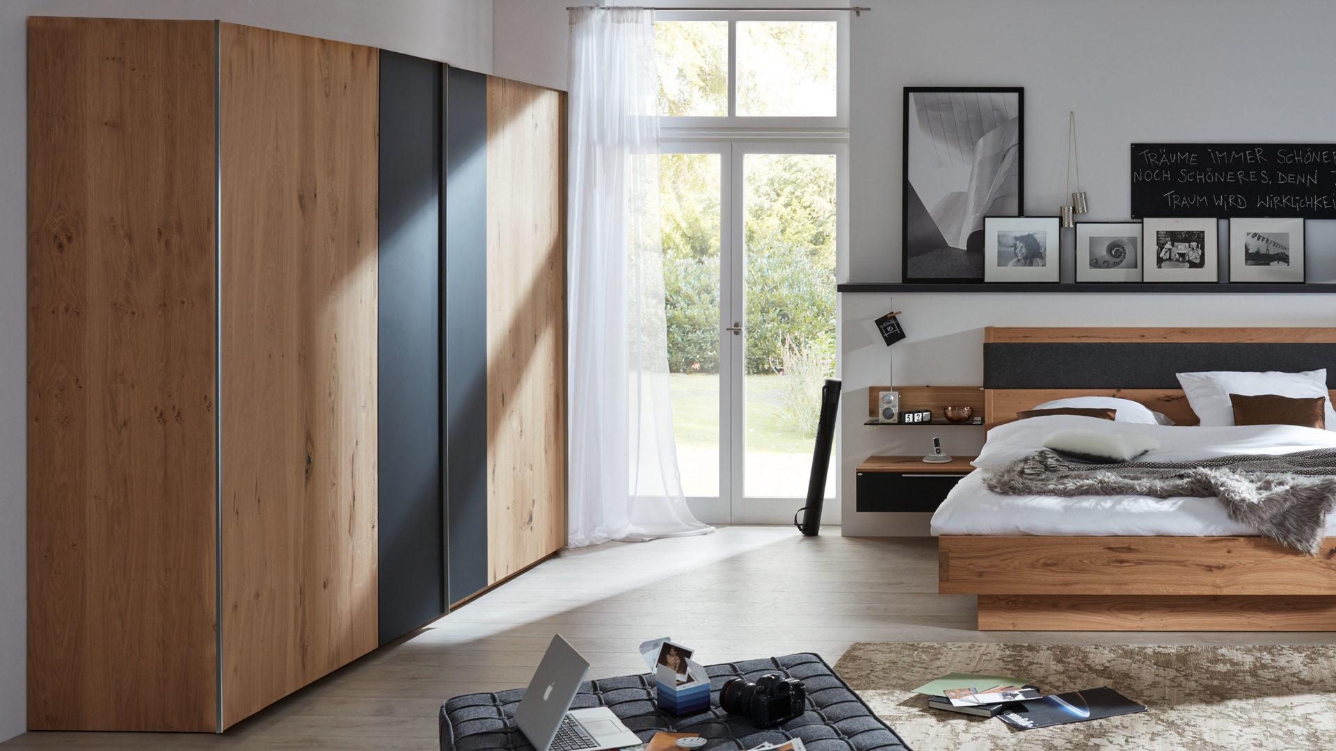 Interliving Schlafzimmer Serie 1004 Schwebeturenschrank Alteiche Rustiko