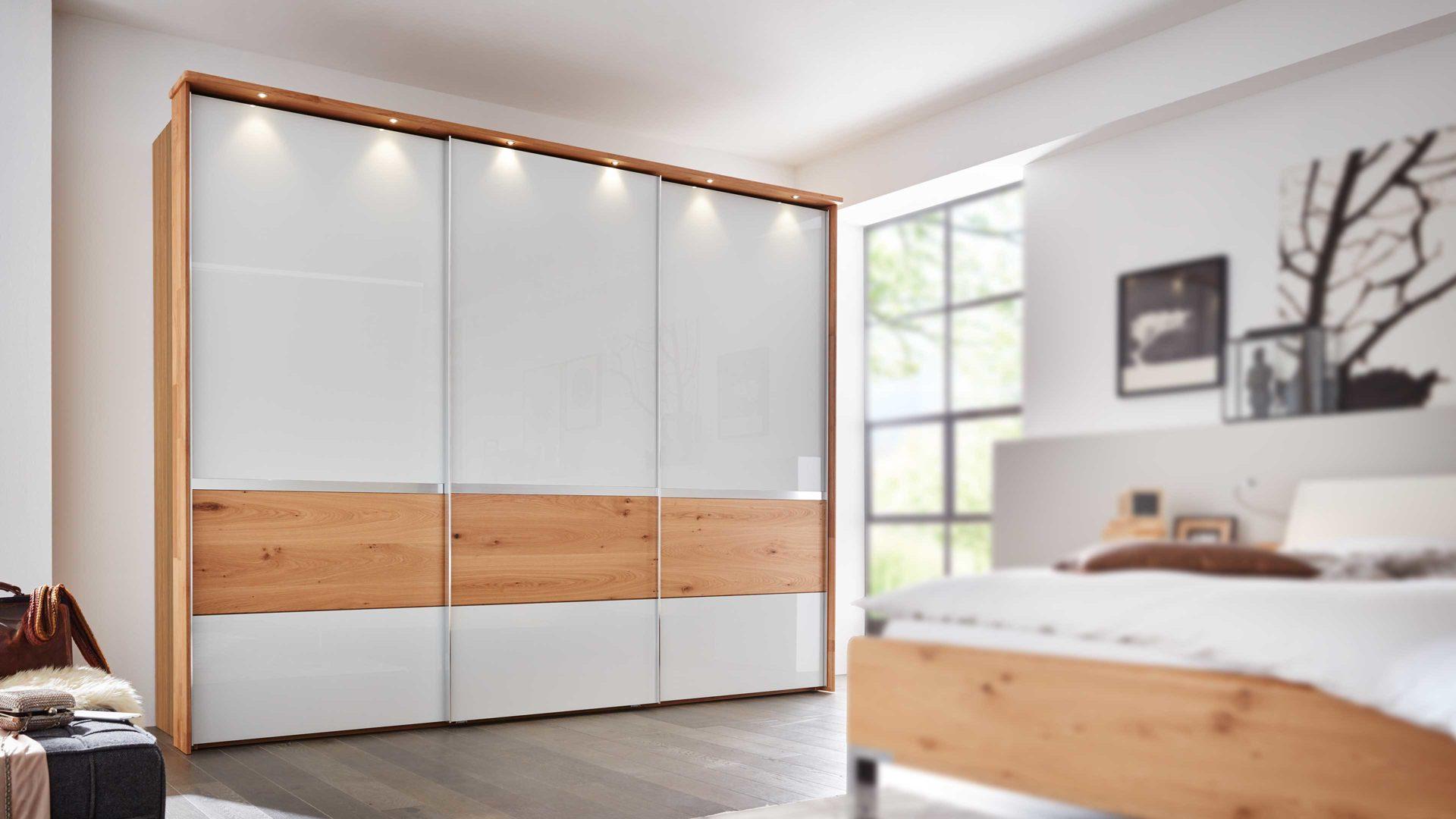Interliving Schlafzimmer Serie 15 – Schwebetürenschrank mit Beleuchtung
