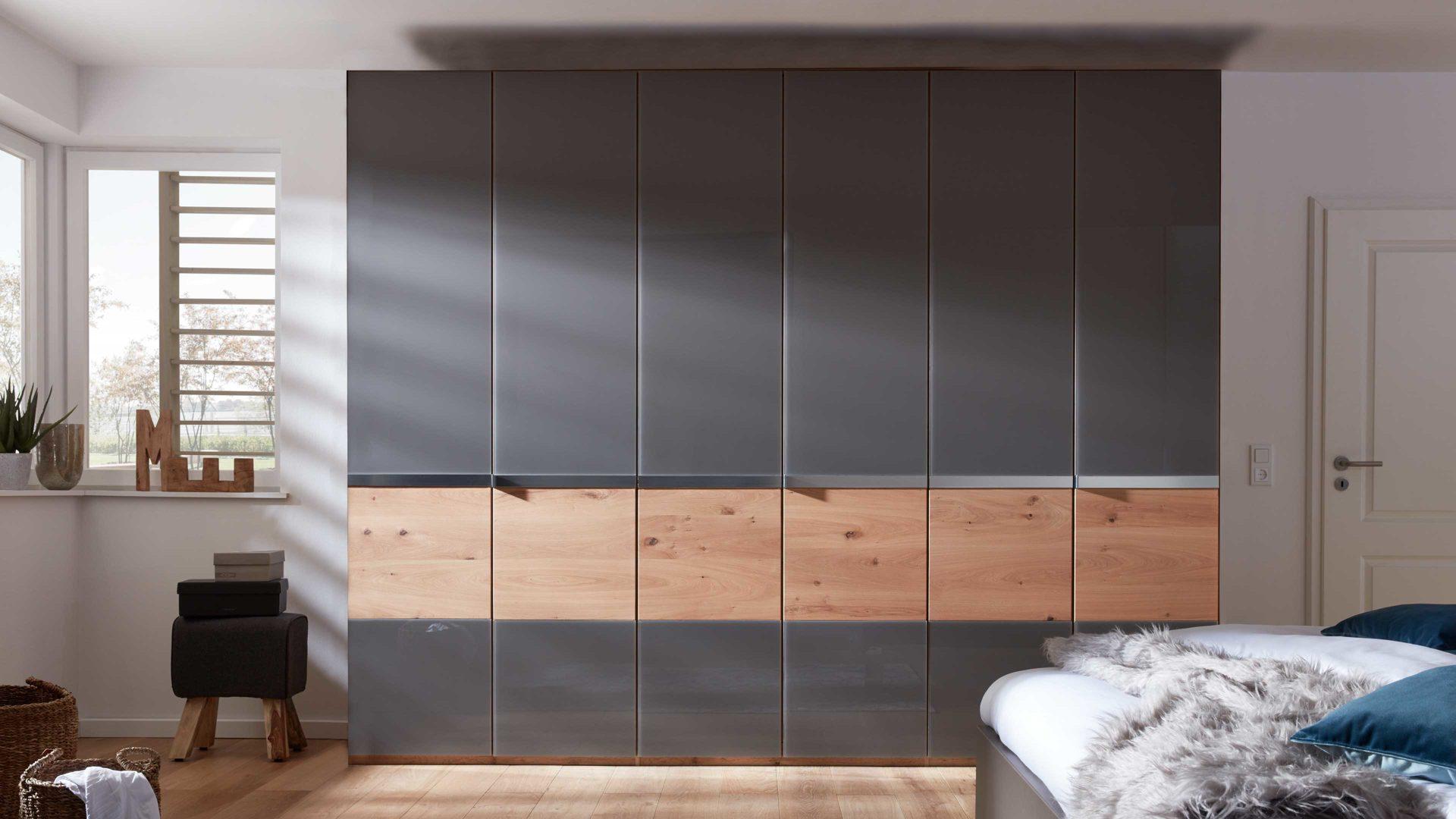 Interliving Schlafzimmer Serie 1202 Kleiderschrank Teilmassive Balkeneiche