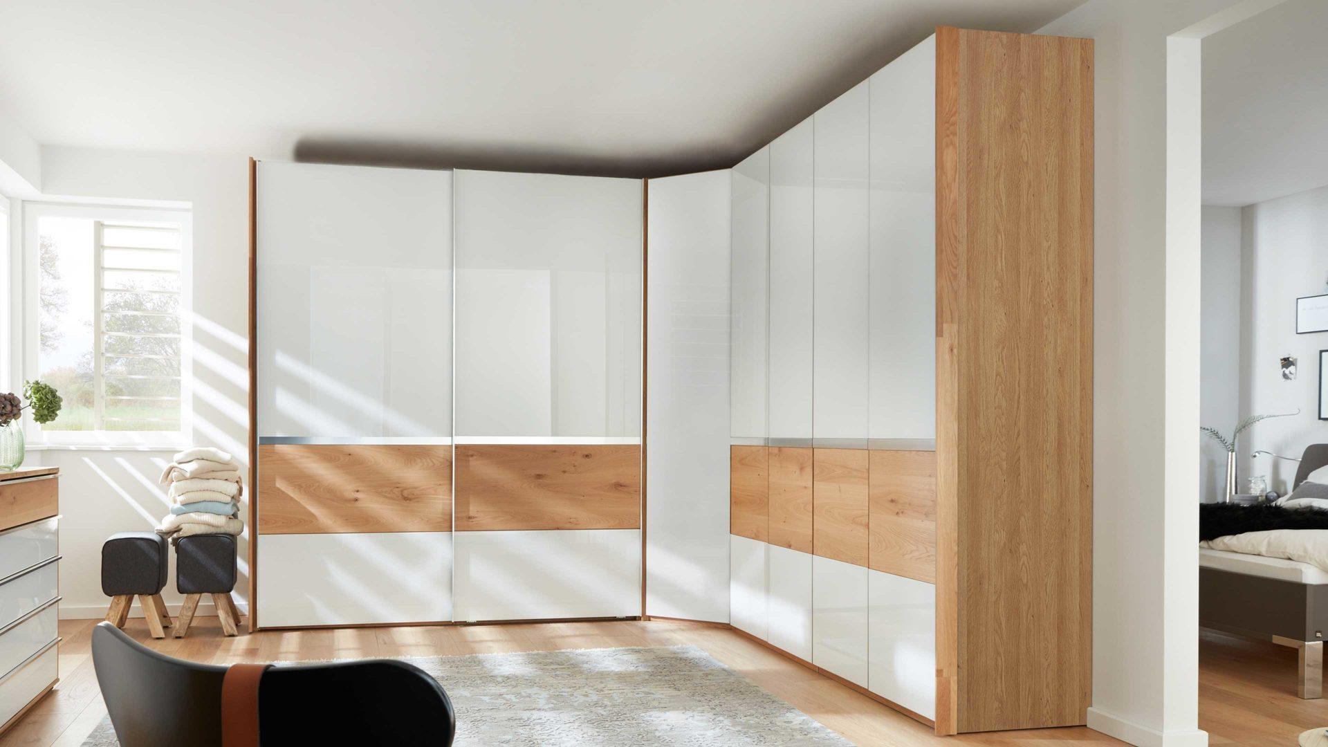 Interliving Schlafzimmer Serie 1202 Eckschrankkombination Teilmassive