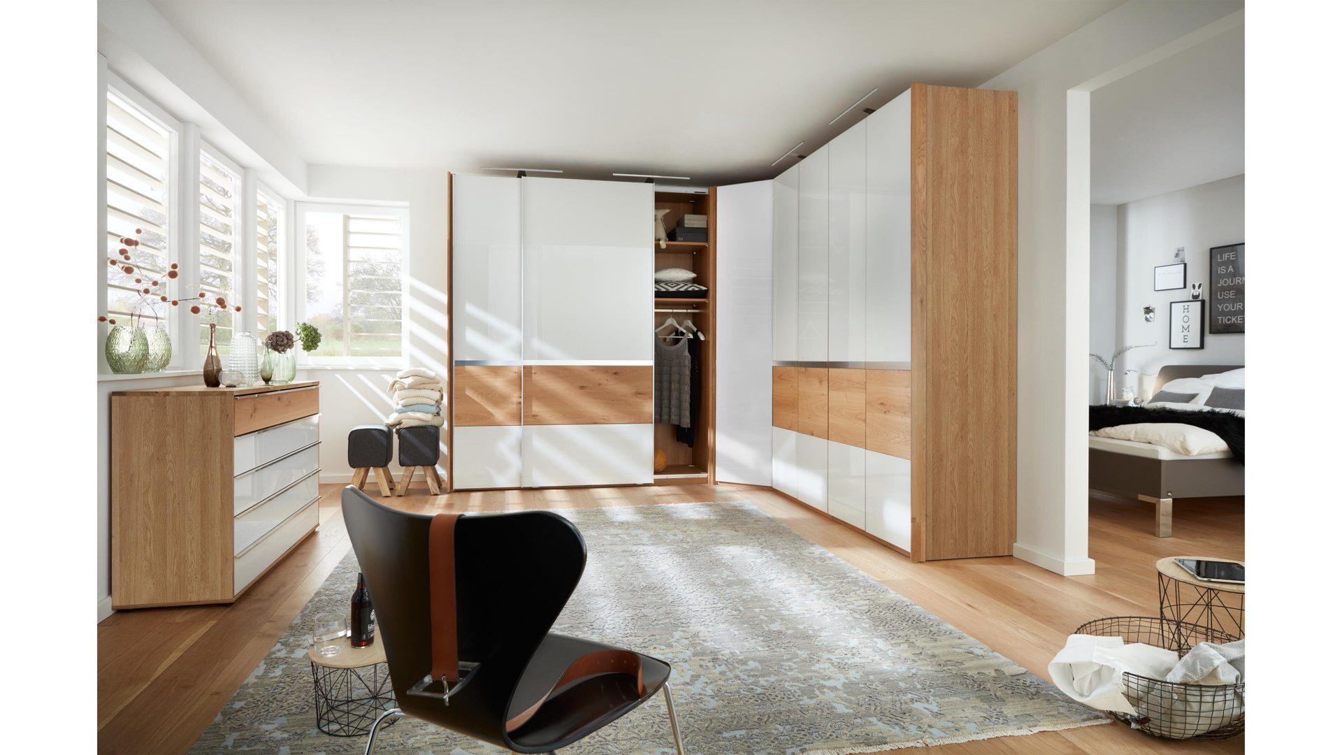 Interliving Schlafzimmer Serie 1202 – Eckschrankkombination