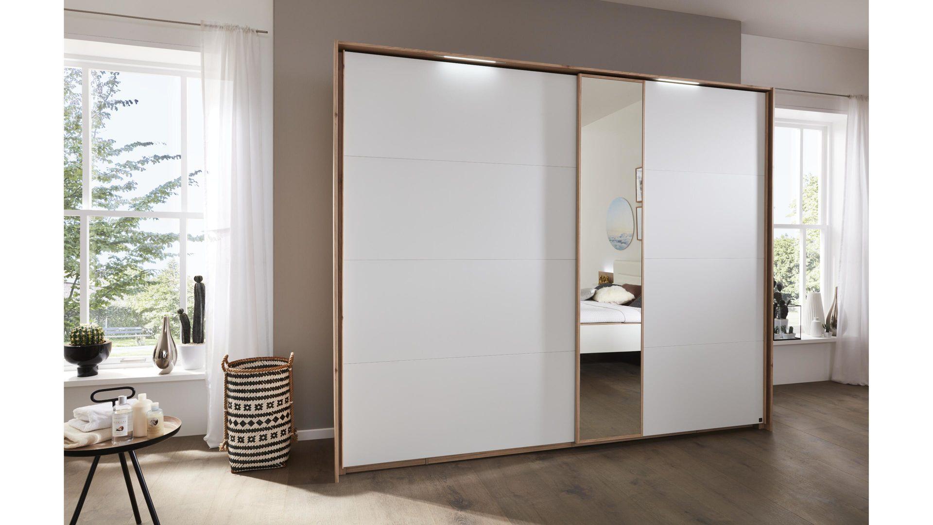 Interliving Schlafzimmer Serie 1011 – Schwebetürenschrank, Jackson  hickoryfarbene & weiße Kunststoffoberflächen – Breite