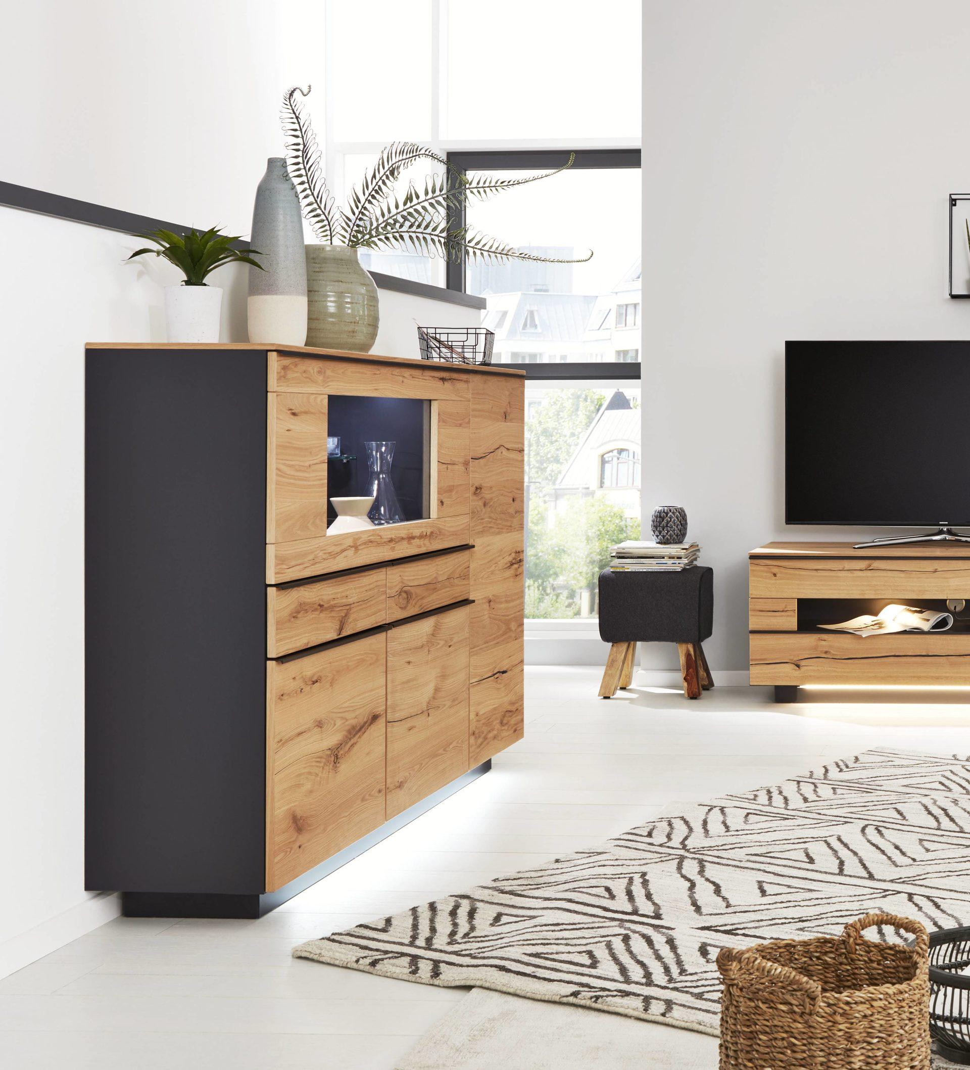 Interliving Wohnzimmer Serie 18 – Highboard 18 mit Beleuchtung