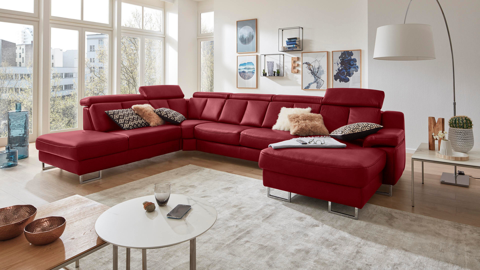 Ecksofa Interliving aus Leder in Rot Interliving Sofa Serie 4050 – Wohnlandschaft rotes LongLife-Leder Cloudy & Chromfüße – Stellfläche ca. 261 x 368 cm