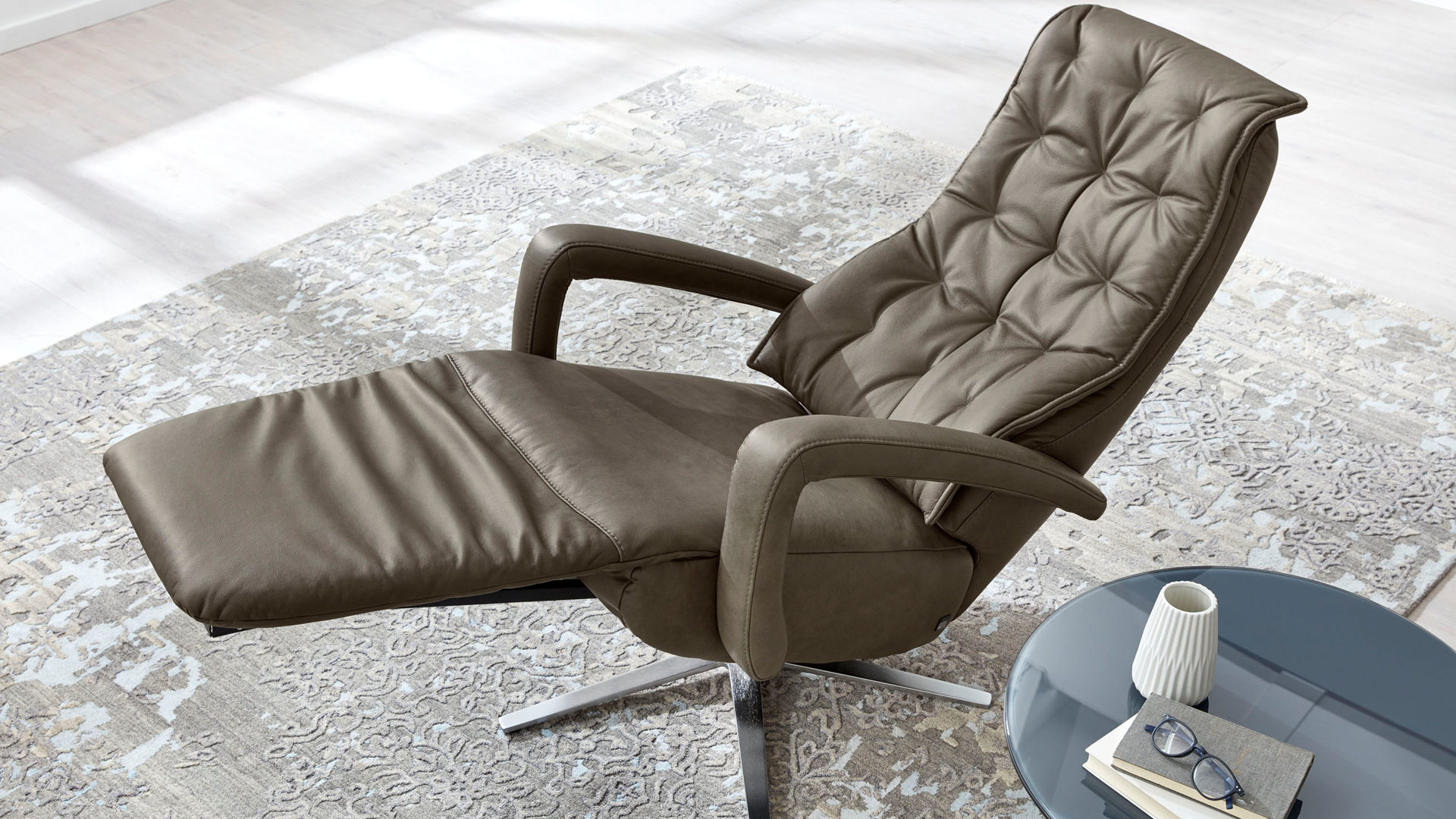 Relaxsessel Hukla | il aus Leder in Grau Interliving Sessel Serie 4502 – Relaxsessel rauchgraues LongLife-Leder Cloudy smoke & Edelstahl-Sternfuß