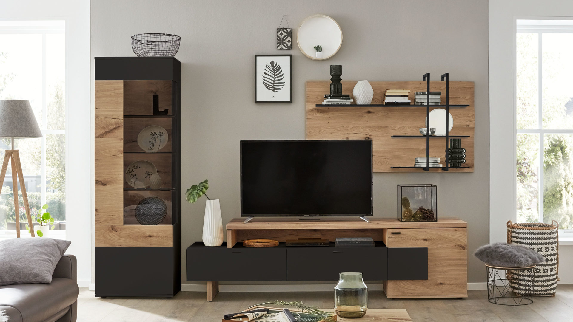 Interliving Wohnzimmer Serie 10 – Wohnkombination, anthrazitfarbene  Lackoberflächen & Balkeneiche – dreiteilig, ca. 10 c