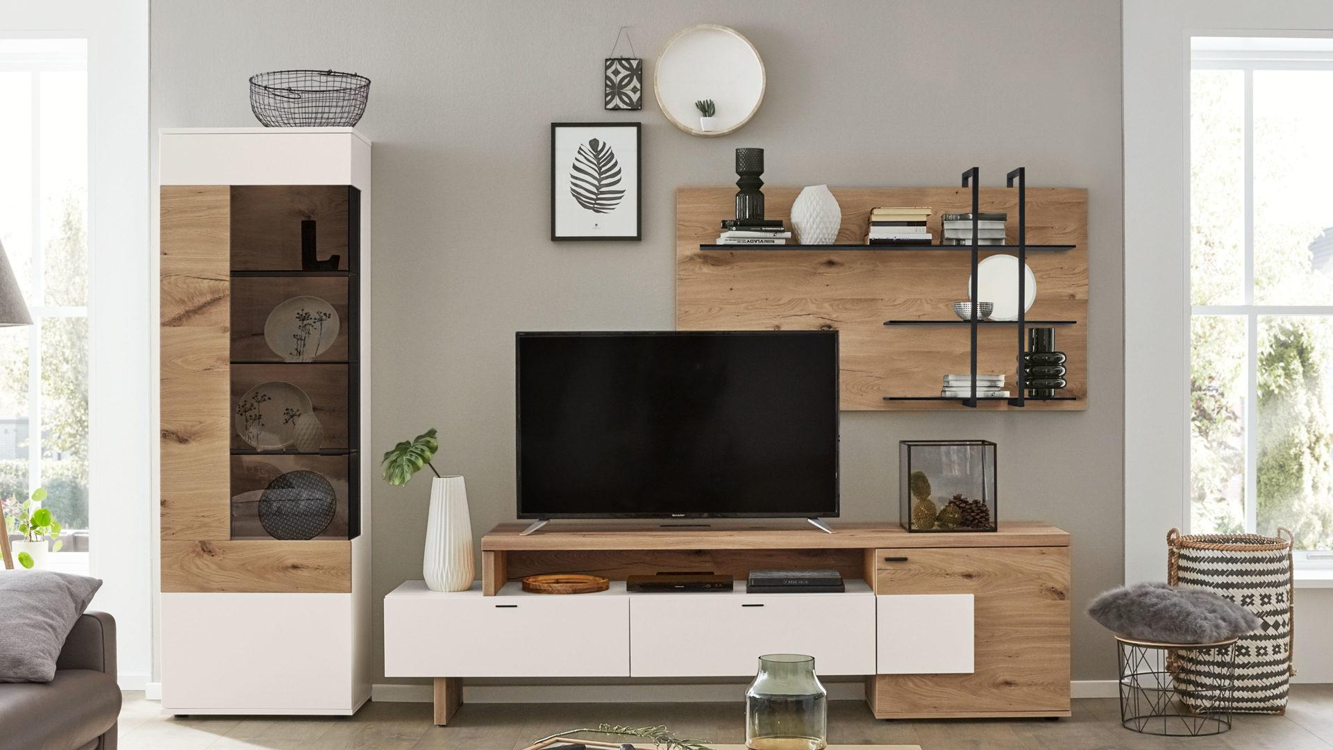 Interliving Wohnzimmer Serie 6 – Wohnkombination, weiße Lackoberflächen  & Balkeneiche – dreiteilig, ca. 6 cm